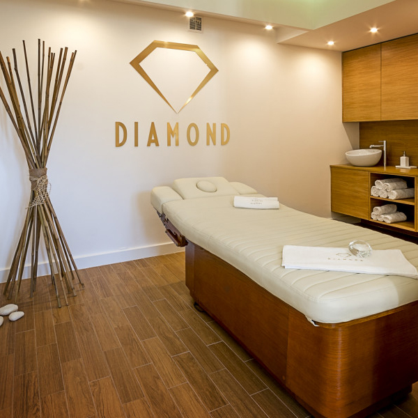 DIAMOND HAIR & DAY SPA